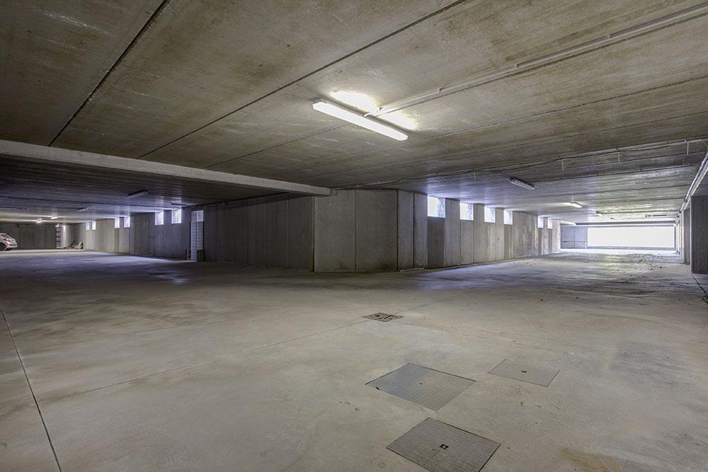 Ville in vendita ampio giardino e parcheggio - Garage interrato ...